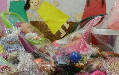 Brinquedos velhos são restaurados para presentear crianças carentes. A meta para 2016 é atender mil pessoas da zona rural.