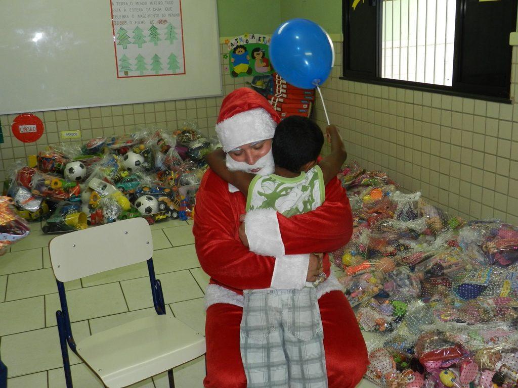 oficina-de-reciclagem-de-brinquedos-os-ajudantes-de-papai-noel-uva-9