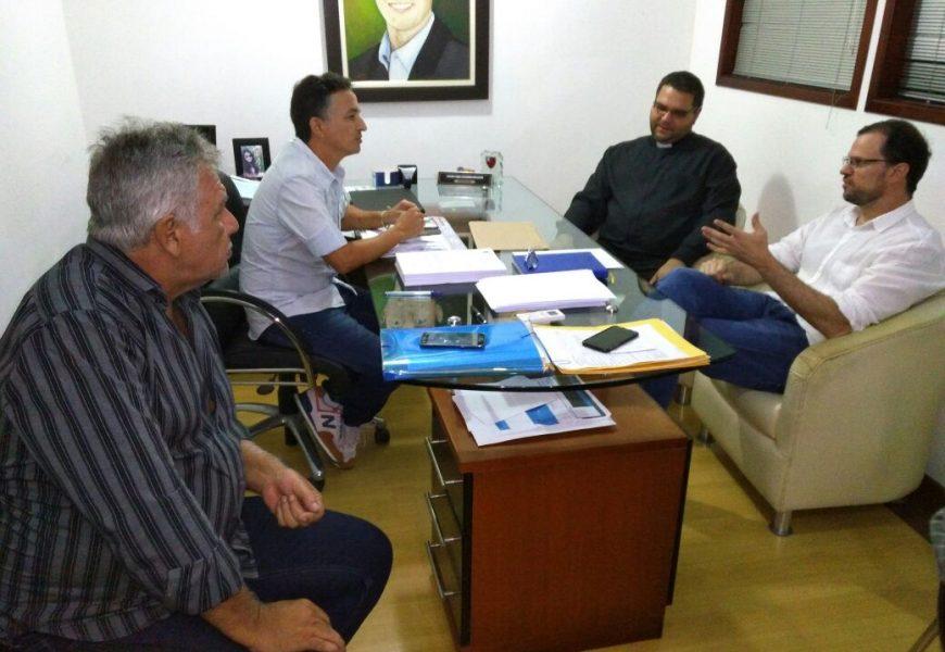 Secretário de Estado de Cultura Visita Igreja Matriz Atingida por Incêndio em São Pedro da Aldeia
